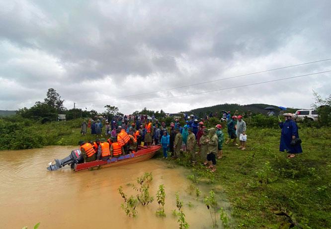 Lũ quét, sạt lở đất khu vực miền Trung làm 11 người chết và mất tích