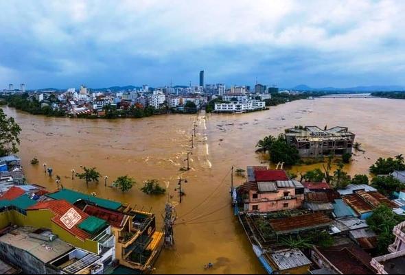 Nước lũ bủa vây toàn bộ TP Huế