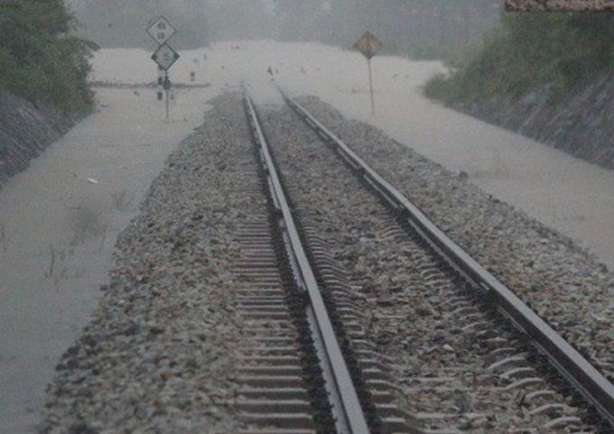 Thông đường sắt qua Huế