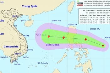 Xuất hiện áp thấp nhiệt đới gần Biển Đông, miền Trung tiếp tục mưa lớn