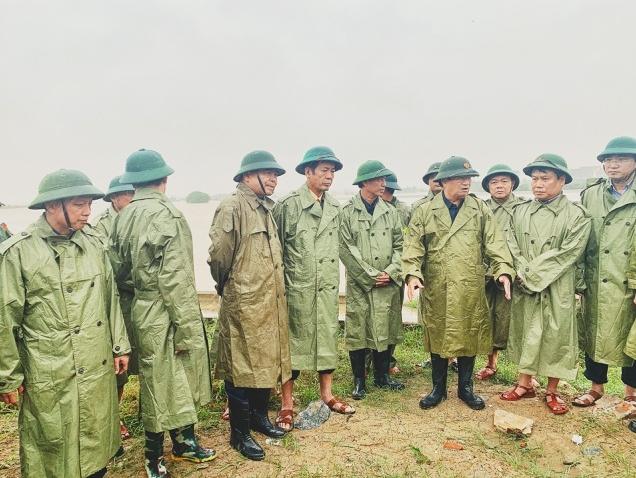 Phó Thủ tướng kiểm tra công tác ứng phó với mưa lũ tại Quảng Bình