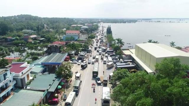 Hàng trăm đoàn thiện nguyện hướng về Quảng Bình, cứu trợ người dân vùng lũ - 2