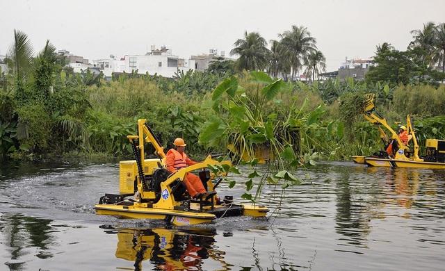 Thuê máy vớt rác 20 tỷ đồng làm sạch sông ở Sài Gòn - 2