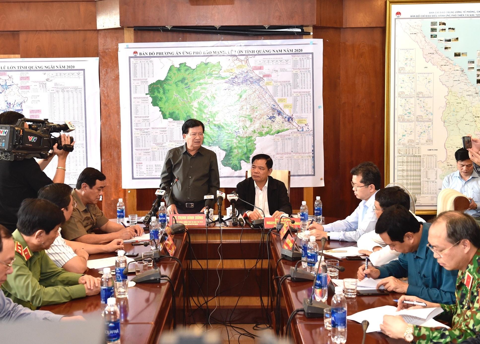 Bão số 9 cách Phú Yên 450km, Phó Thủ tướng Trịnh Đình Dũng chỉ đạo ứng phó tại tiền phương