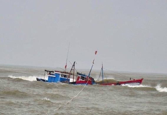 3 phương tiện bị chìm và mất liên lạc, huy động 2 tàu kiểm ngư để tìm kiếm cứu nạn