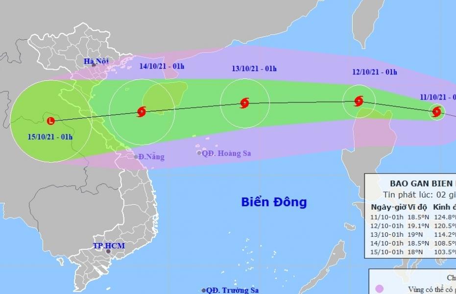 Bão Kompasu hướng vào Biển Đông, di chuyển nhanh và liên tục tăng cấp