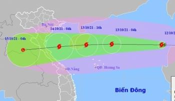 Bão số 8 gió giật cấp 13, di chuyển nhanh và mạnh trên Biển Đông