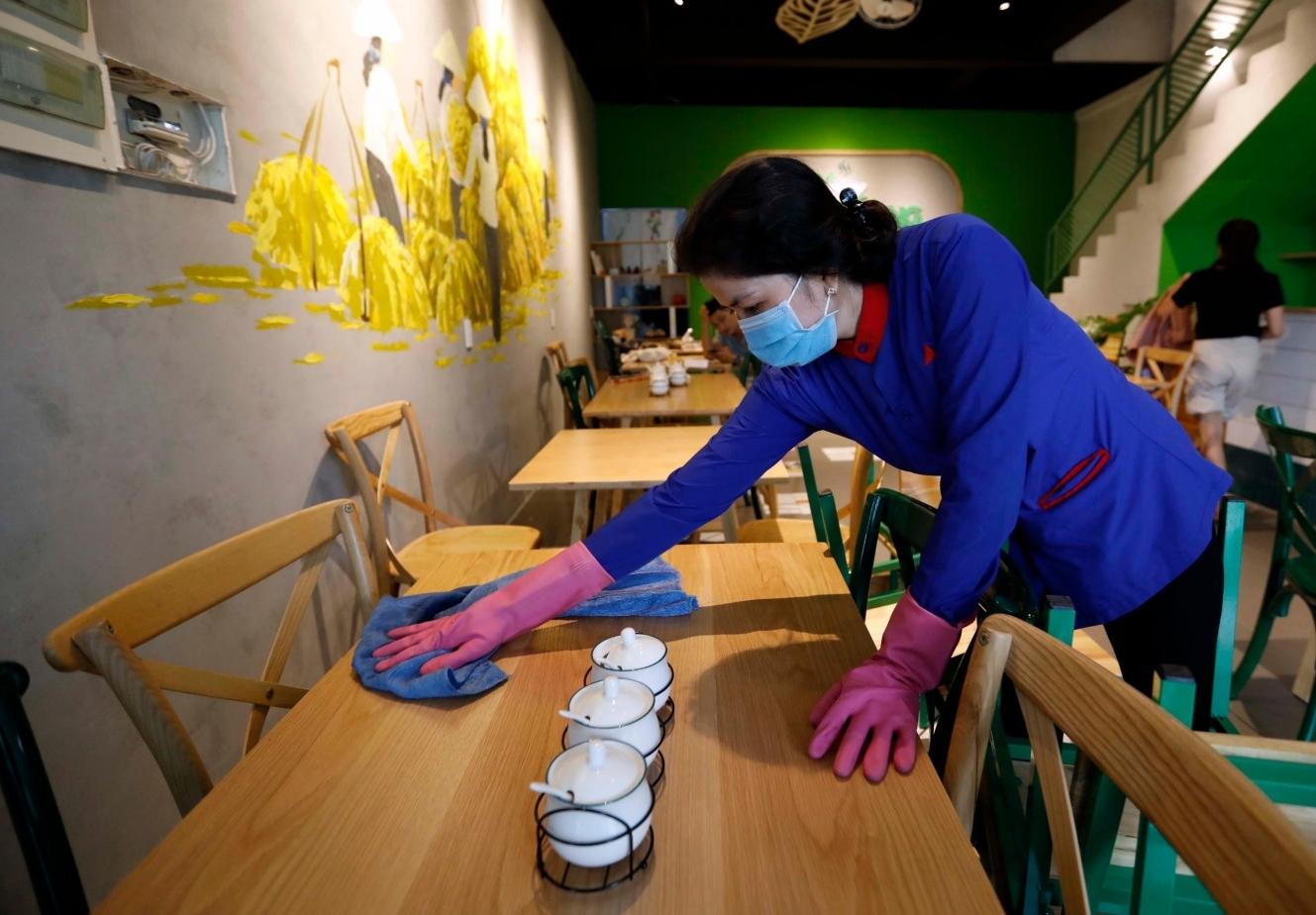 TP HCM: Hàng quán ăn uống phục vụ tại chỗ được mở lại như thế nào?
