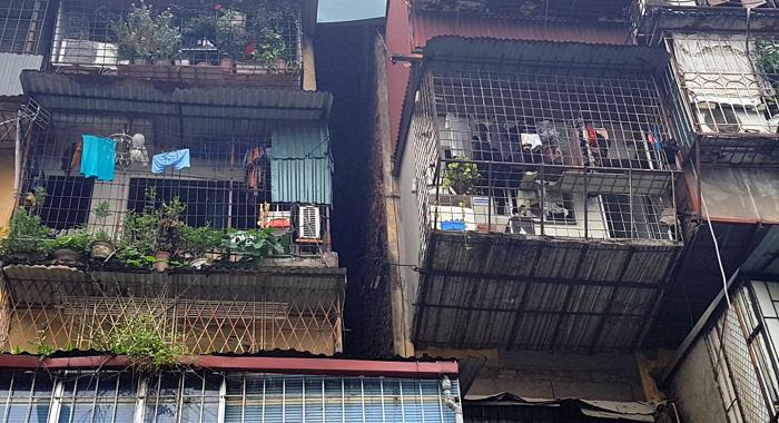 Hà Nội: Bất an sống trong chung cư cũ nát