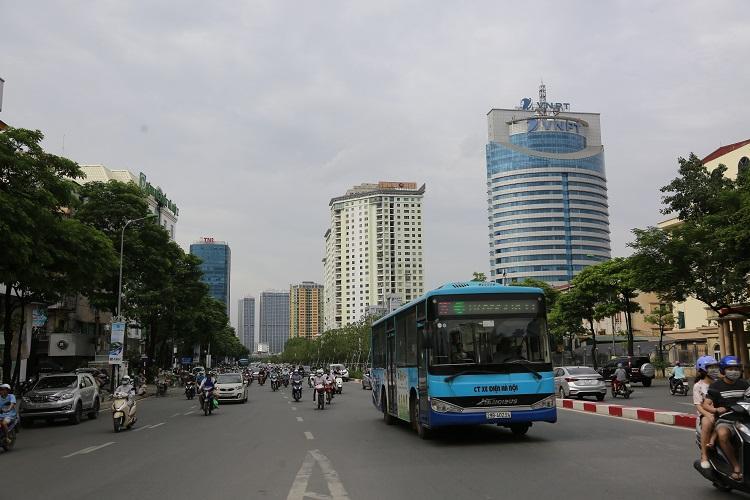 Xe buýt Hà Nội: Thách thức và cơ hội