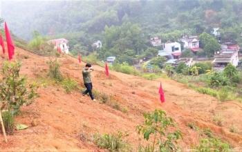 Hòa Bình: Khẩn cấp di dời hơn 100 người khỏi chân đồi có nguy cơ sạt lở