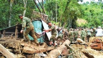 Hơn 7.000 người đang nỗ lực tìm kiếm 21 trường hợp bị mất tích do mưa lũ tại Quảng Nam