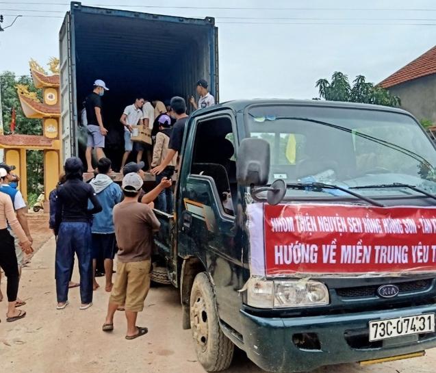 """Quảng Bình: Khách sạn, quán cơm """"0 đồng"""" và những chuyến xe chở hàng cứu trợ miễn phí"""