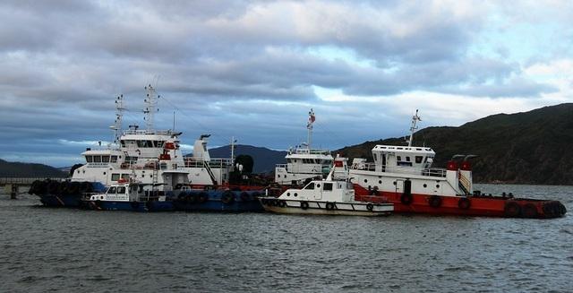 Điều tàu SAR 412 vào cảng Quy Nhơn trực chiến cứu hộ khi có bão