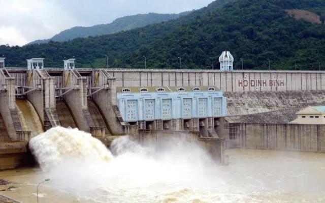 51 hồ chứa tại miền Trung - Tây Nguyên đang phải xả tràn phòng chống lũ