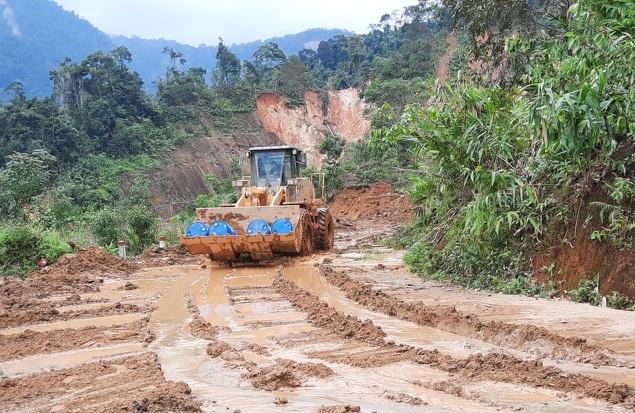 Nỗ lực thông đường vào vùng bị cô lập ở Phước Sơn