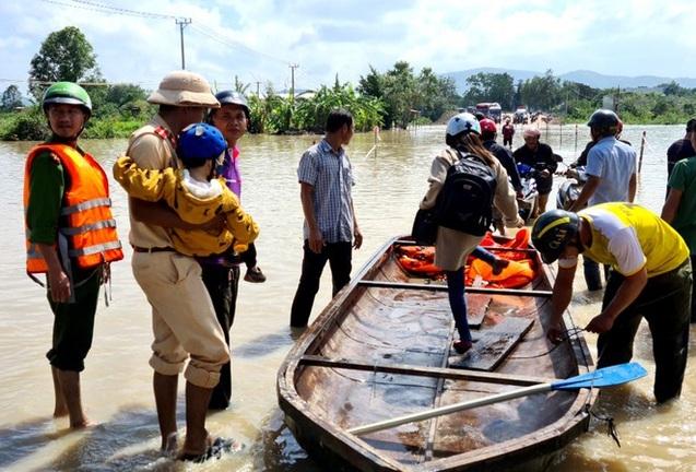 Gia Lai: Di dời khẩn cấp hàng trăm hộ dân, nhiều tuyến đường bị chia cắt