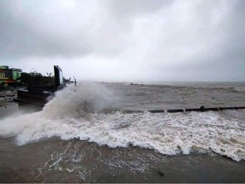 Biển động dữ dội, Lý Sơn sơ tán gần 1.000 người