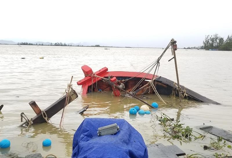 Những hình ảnh ban đầu tại Thừa Thiên Huế sau khi bão số 13 quét qua