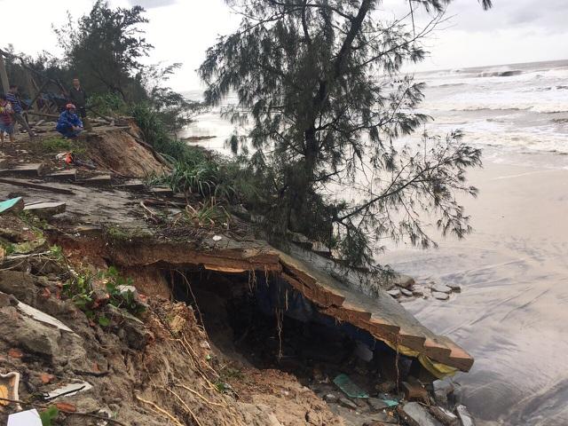 Bão số 13 tàn phá nhiều tuyến đê, kè biển miền Trung - 6