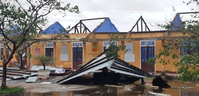 Thiệt hại do bão số 13: 1 người chết, hơn 1.500 nhà dân bị sập đổ, hư hỏng