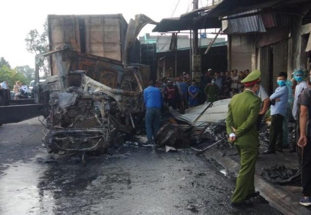 Hải Dương: Xe container lao vào nhà dân rồi bốc cháy ngùn ngụt, 1 người tử vong