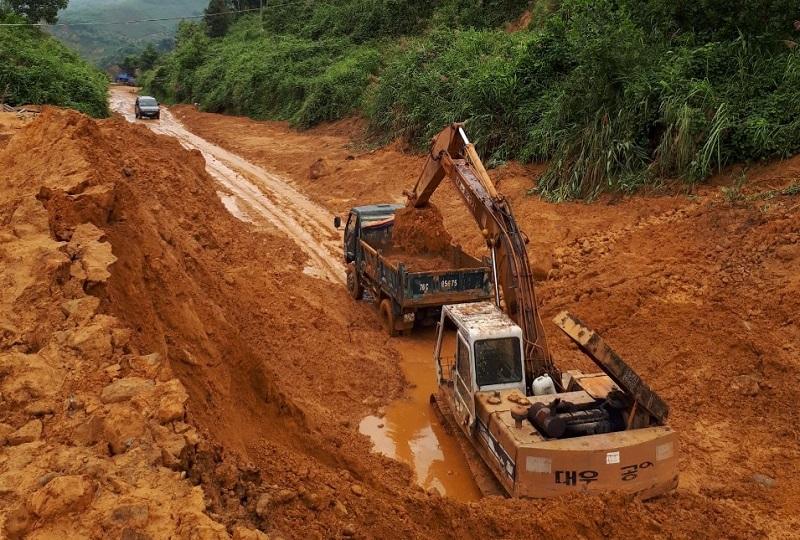 Hàng trăm điểm sạt lở núi ở vùng cao Quảng Ngãi