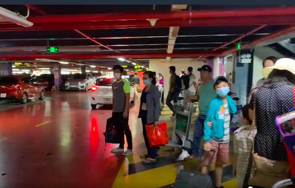TP Hồ Chí Minh chính thức lên tiếng về việc phân làn đón khách ở sân bay Tân Sơn Nhất