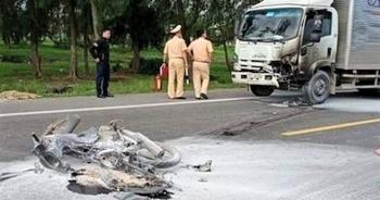 Hà Tĩnh: Ô tô và xe máy bốc cháy sau va chạm, 1 người tử vong