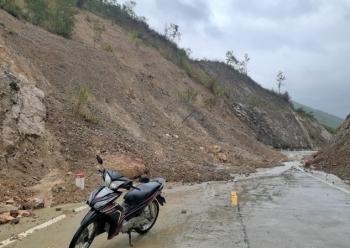 Phú Yên: Sạt lở gây chia cắt giao thông ở xã vùng cao