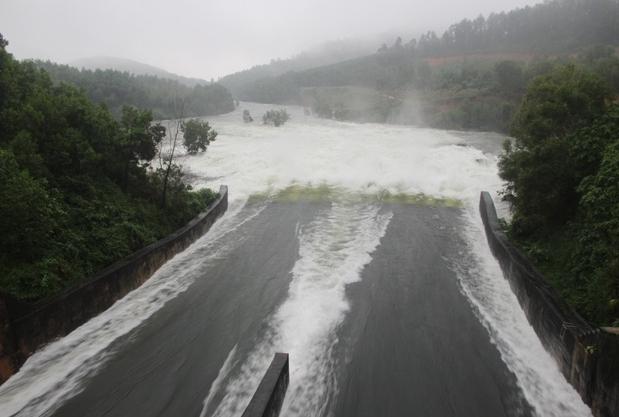Quảng Nam mưa lớn, nhiều hồ chứa xả điều tiết