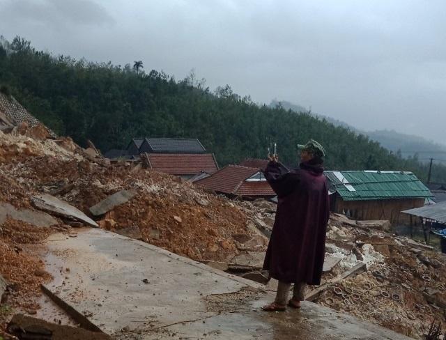Lại sạt lở núi ở Quảng Ngãi, người dân 3 thôn bị cô lập