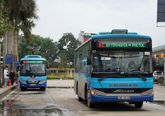 Cần xây dựng làn đường riêng dành cho xe buýt