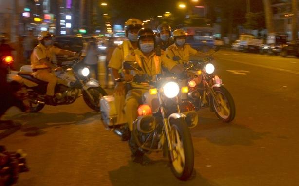 CSGT TP HCM ra quân chống đua xe trái phép