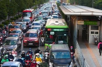 Nếu không có làn đường riêng, xe buýt vẫn sẽ... lép vế