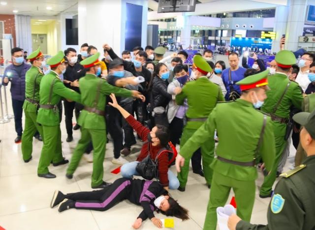 Ứng phó khẩn nguy tình huống nhóm khách gây rối, đập phá sân bay Nội Bài