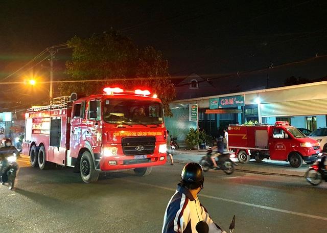 Cơ sở pallet cháy dữ dội trong đêm, gần 1.000m2 nhà xưởng đổ sập - 2