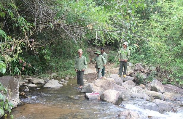 Nghề giữ rừng dưới chân núi Tà Đùng của đồng bào Châu Mạ