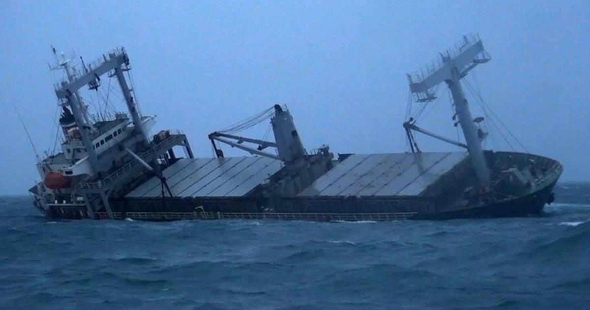 Cận cảnh tàu Panama chở 7.800 tấn hàng chìm trên biển Phú Quý