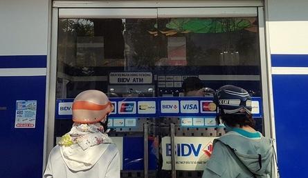 """Máy ATM đang dần là """"quá khứ"""" trong thanh toán hiện đại?"""