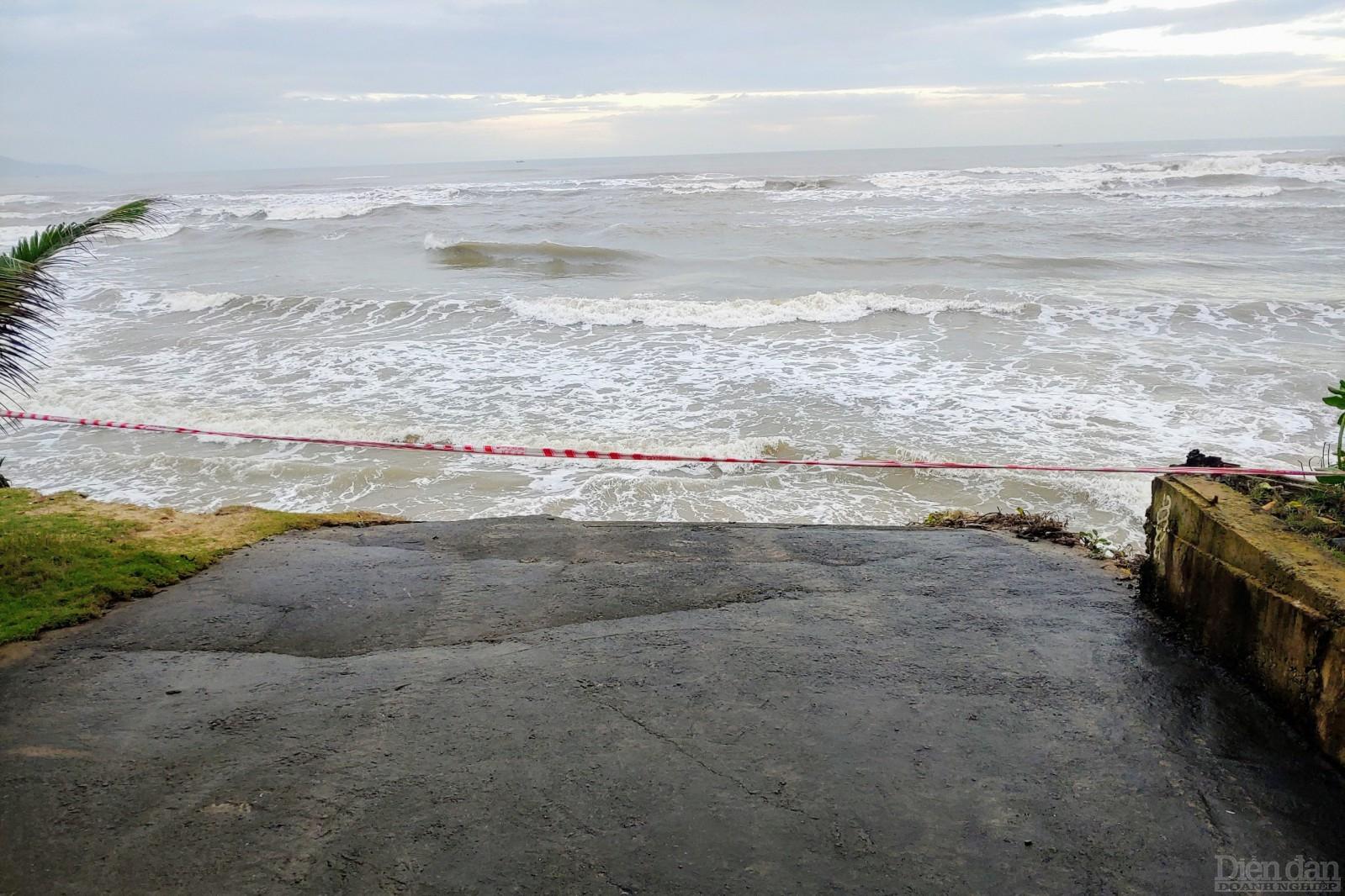 Lỗi xuống biển đã được giăng dây cảnh bỏ nguy hiểm,