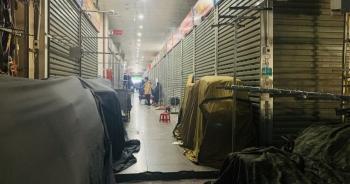 """Lạ """"chưa từng thấy"""": Tiểu thương chợ Ninh Hiệp đồng loạt """"đóng cửa"""" áp Tết"""
