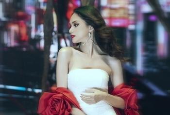 sao viet 203 huong giang hung da vi quyen luc cua host vietnams next top model 2019