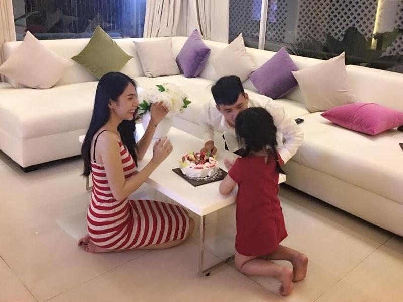 Sao Việt 14/12: Thủy Tiên - Công Vinh sống chay thiền, Hương Tràm làm liveshow đầu tiên