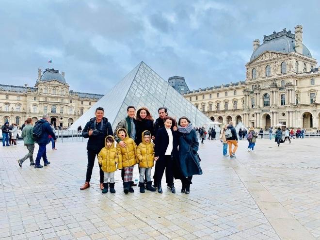 Sao Việt 22/12: Hà Hồ đưa gia đình tới quê hương người tình Kim Lý đón Noel