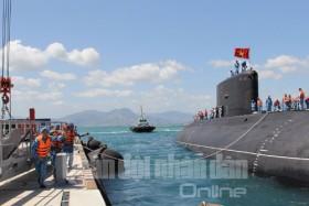 [Chùm ảnh] Cận cảnh tàu ngầm Kilo Hải Phòng ở quân cảng Cam Ranh