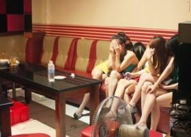 trung tam moi gioi viec lam ban cac co gai vao quan karaoke den mo