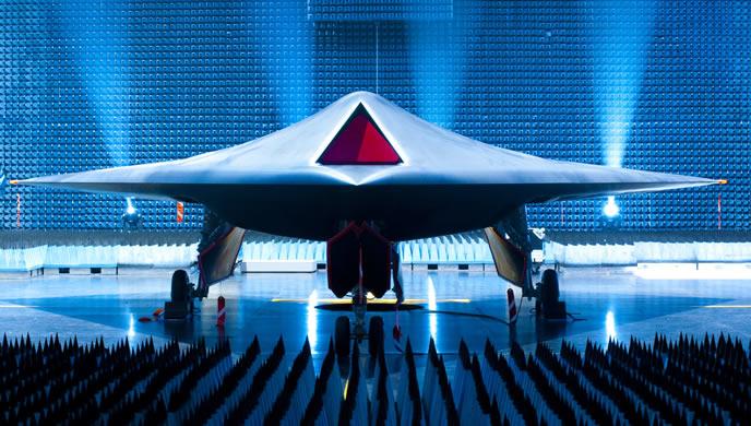 Khám phá siêu máy bay tấn công tàng hình Taranis
