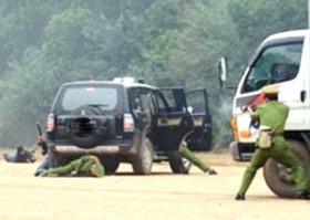 VIDEO nóng: Hàng trăm cảnh sát bao vây, đấu súng với nhóm giang hồ Bình Dương