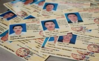 khong doi bang lai xe may sang vat lieu pet se bi phat